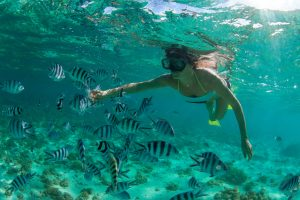 Woman snorkelling-in-the-Indian-Ocean-Mauritius.